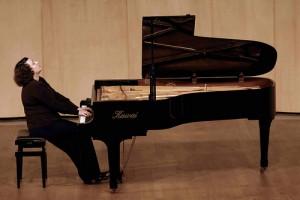 Sofya Gulyac al piano